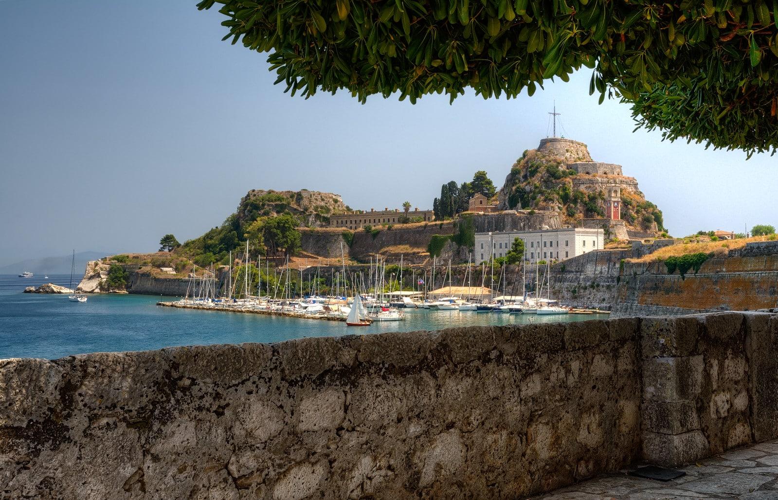 Corfu haven zeilen